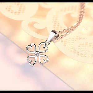 Jewelry - Clove Leaf Shape Pendent Necklace